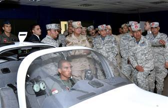 وزير الدفاع يتفقد الأنشطة التعليمية بالكلية الجوية ويلتقي الطلاب وأعضاء هيئة التدريس| صور