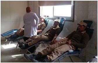 ضباط ومجندون بمديرية أمن الجيزة يشاركون في حملة للتبرع بالدم| صور
