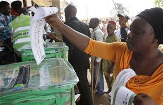 رئيس نيجيريا ومنافسه الرئيسي يؤكدان ثقتهما بالفوز في الانتخابات