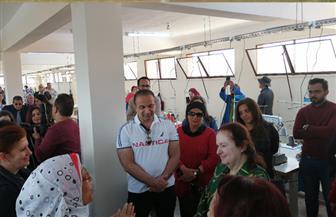 وفد من الأمم المتحدة والبنك الدولي يزور وحدات إنتاج الألبان ومصنع الملابس بقنا | صور