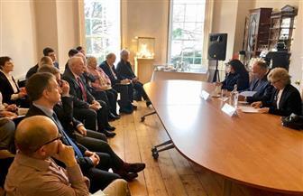 سامح شكري يعقد جلسة حوارية مع أعضاء معهد الشئون الدولية والأوروبية بأيرلندا | صور