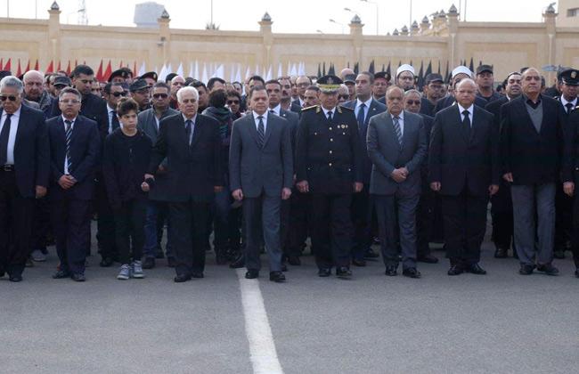 جنازة مهيبة لشهيد الأمن الوطني.. وزير الداخلية يتقدم المشيعين   صور -