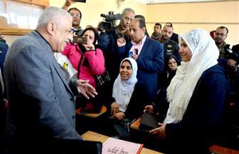 """وزير التعليم ومحافظ بورسعيد يشهدان شرحا لدرس لغة عربية باستخدام """"التابلت المدرسي"""""""
