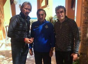 المدير الفني لمنتخب بيرو يحضر مباراة بيراميدز والجونة