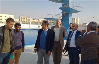 """رئيس جامعة بني سويف يشهد تدريبات طلاب """"التربية الرياضية"""" في الحمام الأوليمبي  صور"""