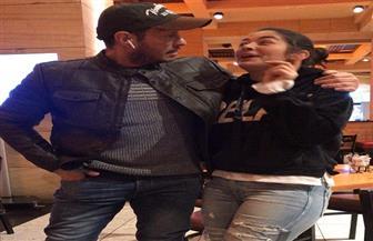 """""""بتحاول تشتغلني بس على مين"""".. صور مبهجة تجمع أحمد زاهر مع ابنته ليلى وهو يداعبها"""