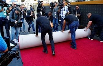 """""""هوليوود"""" تبسط سجادتها الحمراء استعدادا لحفل توزيع جوائز أوسكار"""
