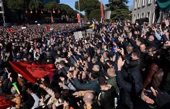 المعارضة الألبانية تتظاهر وتنسحب من البرلمان