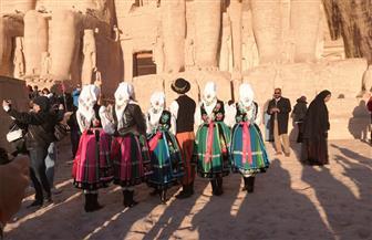 حفلات راقصة بساحة معبد أبو سمبل وبرامج لليوجا بمناسبة تعامد الشمس على تمثال رمسيس الثاني| صور