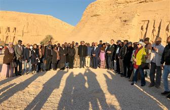 6500 زائر مصري وأجنبي يشاهدون تعامد الشمس علي معبد رمسيس الثاني بأبو سمبل| صور