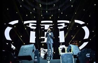 تامر حسني يشعل ليالي جدة بحفل أسطوري ويعد الجمهور السعودي بمفاجأة | صور