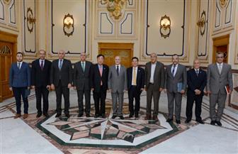 """""""العصار"""" يبحث مع رئيس مجلس الأعمال الإفريقي الكوري سبل التعاون المشترك"""