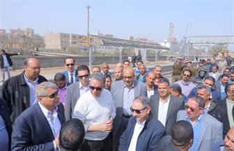 وزير النقل ومحافظ المنيا يتابعان أعمال إنشاء محور سمالوط