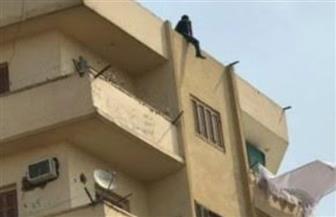 شاهد لحظة إنقاذ شاب حاول الانتحار من أعلى مبنى سكني وسط مدينة الأقصر| صور