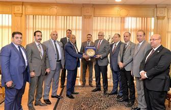 رئيس جامعة المنصورة يستقبل وفدا رفيعا من مستشاري هيئة قضايا الدولة | صور