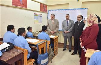 محافظ أسيوط يتفقد مدرسة تمريض البنين بالأربعين | صور