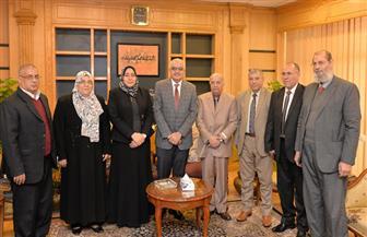 رئيس جامعة المنصورة يلتقي وفد هيئة ضمان جودة التعليم