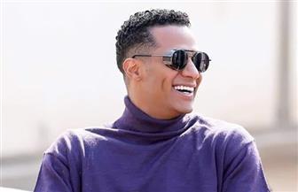 """بـ""""الضحكة والنظارة"""".. محمد رمضان صورة طبق الأصل من أحمد زكي"""