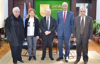 رئيس جامعة الإسكندرية يستقبل وفد الوكالة الفرانكفونية   صور