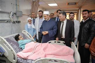 الإمام الأكبر يزور مصابي تفجير الدرب الأحمر الإرهابي في مستشفى الحسين الجامعي