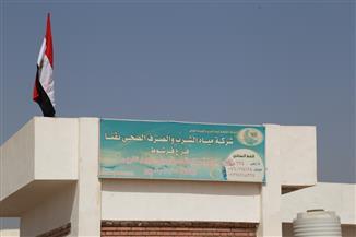 محافظ قنا يتفقد مشروعات مياه الشرب والصرف الصحي بمدينة فرشوط | صور