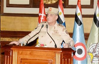 وزير الدفاع يطالب دارسى المعاهد التعليمية بالقوات المسلحة بالانتباه لحروب الجيل الرابع