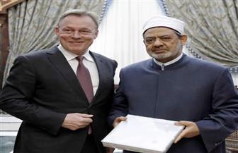 نائب رئيس البرلمان الألماني يشيد برؤية شيخ الأزهر للحوار والسلام بين الأديان