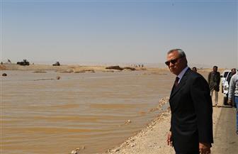 بعد انهيار سد لتجميع مياه الصرف.. محافظ قنا يعلن فتح الطريق الصحراوي الغربي| صور