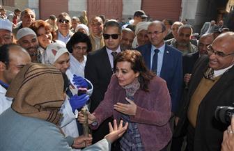 نائب وزير الزراعة تسلم عقود رءوس ماشية عشار للمرأة المعيلة والأرامل وتتفقد قافلة علاجية في ديروط|صور