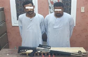 ضبط عاطلين لاتهامهما بحيازة مواد مخدرة وأسلحة نارية بأسوان