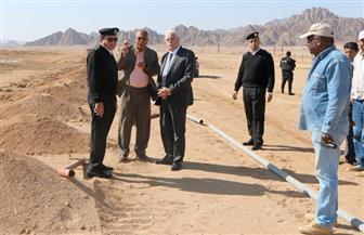 محافظ جنوب سيناء يتفقد اللمسات النهائية لمضمار الهجن في شرم الشيخ | صور