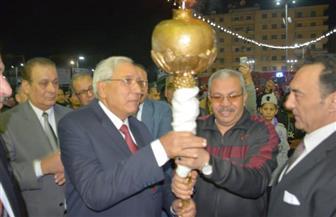 محافظ الدقهلية يوقد شعلة بدء الاحتفالات بالعيد القومي   صور