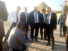 وزير الاقتصاد الألماني يزور منطقة آثار أهرامات الجيزة| صور