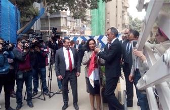 في احتفالية اليوم العالمي للمرأة العربية.. مايا مرسي ترفع علم مصر | صور