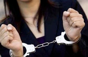 القبض على سيدة لسرقتها مشغولات ذهبية من منزل بالنزهة