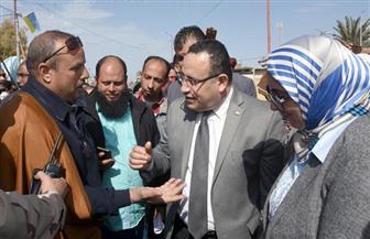 محافظ الإسكندرية يستمع لمشكلات أهالي برج العرب ويؤكد التعاون بين المسئولين لحلها | صور