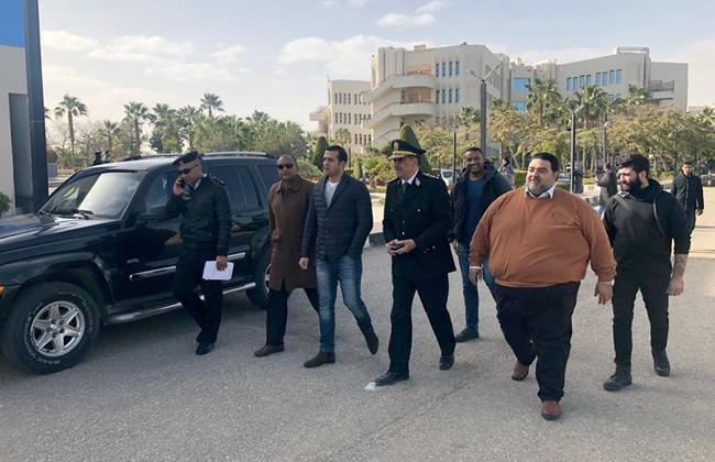 وفد أمني يطلع على التجهيزات لحفل عمرو دياب بجامعة مصر للعلوم والتكنولوجيا  صور -