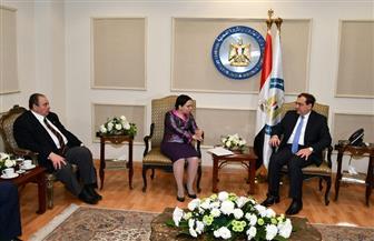 نائب وزير الخارجية الروماني يشيد بالتطورات الإيجابية التي يشهدها قطاع البترول في مصر