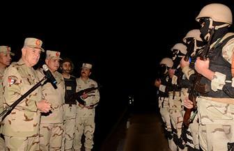 الفريق محمد فريد يتفقد عناصر تأمين المجرى الملاحي لقناة السويس   صور