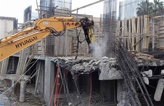 إزالة برج سكني مخالف بشارع الخلفاء في كفر الشيخ | صور