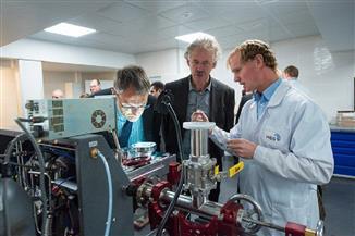 العلماء الروس يبتكرون مادة مقاومة للحرارة تصلح للطيران والملاحة الفضائية