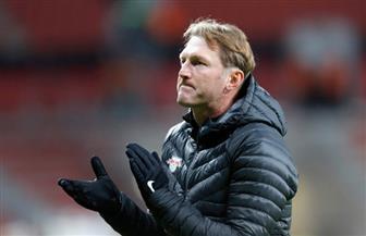 رسميا.. ساوثهامبتون الإنجليزي يجدد عقد مدربه النمساوي هازنهاتل