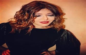 بعد تكريمها بدبي ..سميرة سعيد تستعد لشهر الحب بإطلالة شبابية كلاسيكية| صور