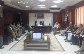 رئيس مدينة إسنا يعقد اجتماعا لمناقشة عدد من الموضوعات الخدمية.. تعرف عليها صور