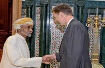 سلطان عمان يستقبل وزير الخارجية البريطاني لبحث أوجه التعاون بين البلدين