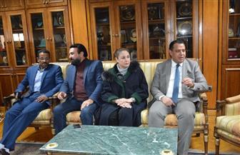 رئيس جامعة أسيوط يلتقي طارق الدسوقي وشيرين في مهرجان الإبداع المسرحي الثامن | صور
