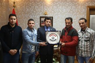 وزير الشباب والرياضة يكرم أبطال إنقاذ حياة المواطنين في حادث محطة مصر |صور