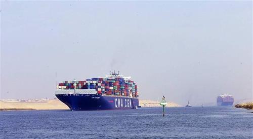 عبور 63 سفينة قناة السويس اليوم بحمولة 3 مليون و600 ألف طن -