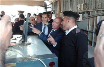 وزير النقل يقوم بجولة تفقدية بمحطة مصر ويستمع لمشاكل المواطنين ويعد بسرعة انضباط المنظومة