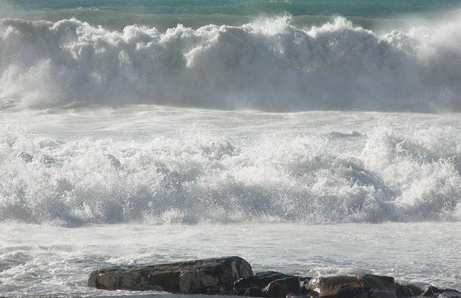 الأرصاد تصدر بيانًا بحريًا بأمواج المتوسط
